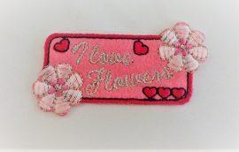 Vasalható, rózsaszín alapon feliratos, virág és szív mintás applikáció - folt.