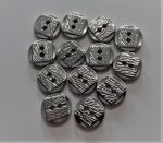 Ezüst színű fém gomb, négy lyukú átvarrós ¤ 16 mm