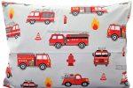 Gyermek mintás pamut kispárna huzat, tűzoltóautós mintával, 40 x 50 cm méretben.