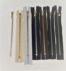 Zárt végű fém cipzár - húzózár, 18 cm hossú, többféle színben.