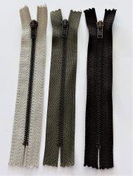 Fém, zárt végű cipzár - húzózár - 14 cm hosszú, többféle színben.