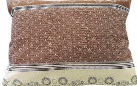 Csokoládé színű magában mintás elasztikus jersey méteráru, 150 cm széles.