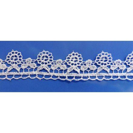 Csipke szalag 28 mm széles, virágos mintával, fehér színű.