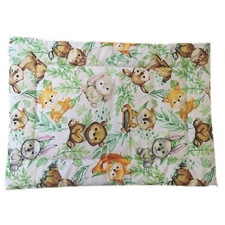 Halvány rózsaszín alapon lapos ovis kispárna aranyos nyuszis mintával.