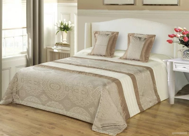 3 részes 200x220 cm szürkés barna ágytakaró szett. paplanv