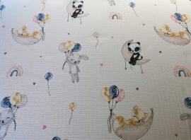 Krémszínű elegáns ágytakaró szett.